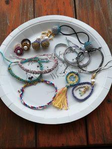 ダイソー刺繍糸「グリッターカラー」で作るアクセサリー