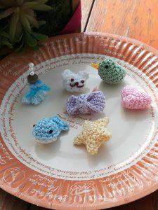 ダイソー刺繍糸パール調カラーで編む「あみぐるみ」