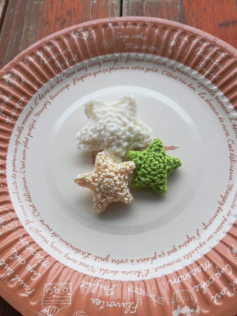 ダイソー刺繍糸パール調カラーで編む「星のモチーフ」