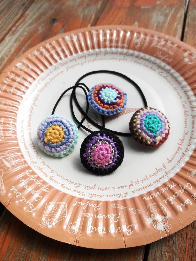 余った刺繍糸でかぎ針編み「カラフルな丸いヘアゴム」の編み方