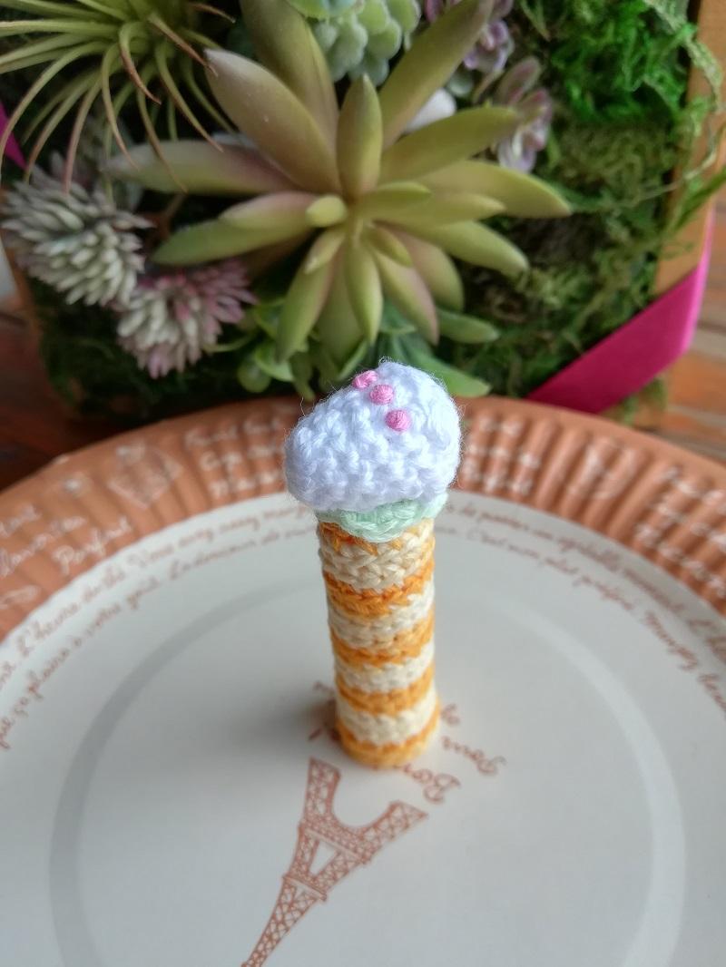 刺繍糸を使ってかぎ針で編むあみぐるみ「ケーキ」の作り方