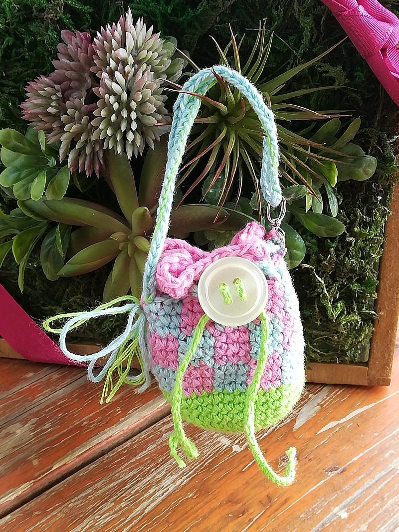 刺繍糸でかぎ針編み「ミニ巾着チェック模様バック」の編み方