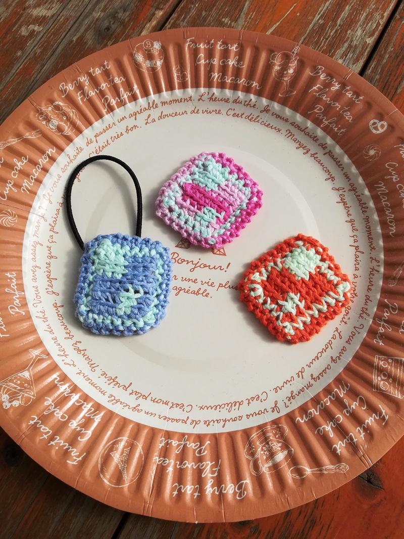 刺繍糸でかぎ針編み「小さなスクエアヘアゴム」の編み方