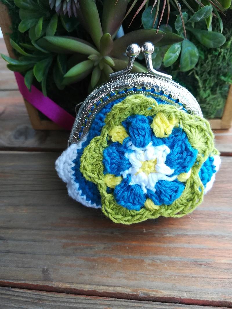 刺繍糸でかぎ針編み「立体フラワーのがま口」の作り方