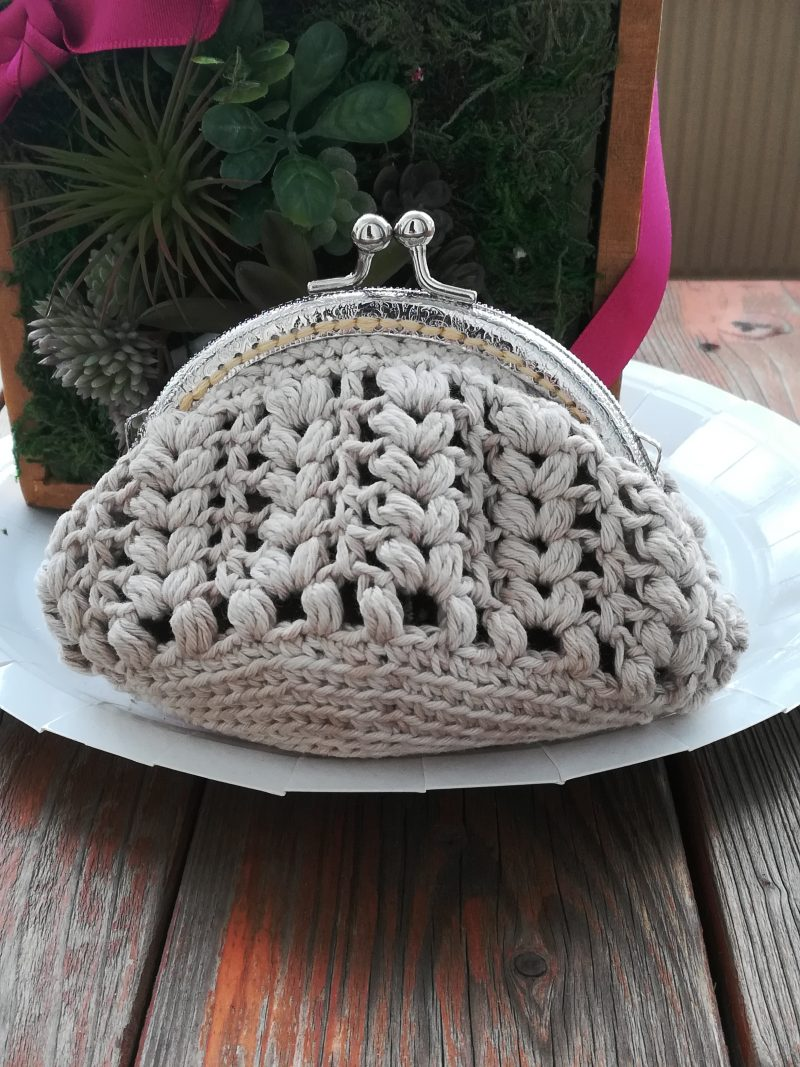 かぎ針編みで編む「玉編み模様のがま口財布」の作り方