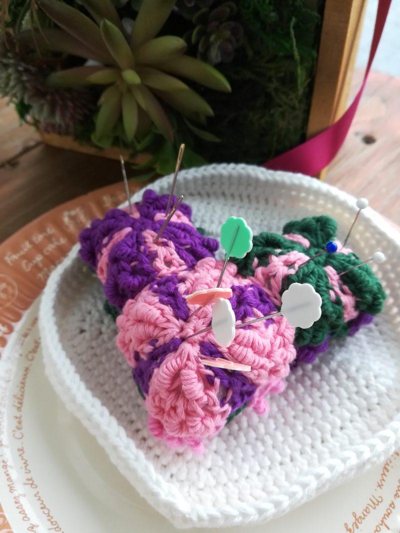 刺繍糸でかぎ針編み「巻き編みモチーフのピンクッション」の編み方