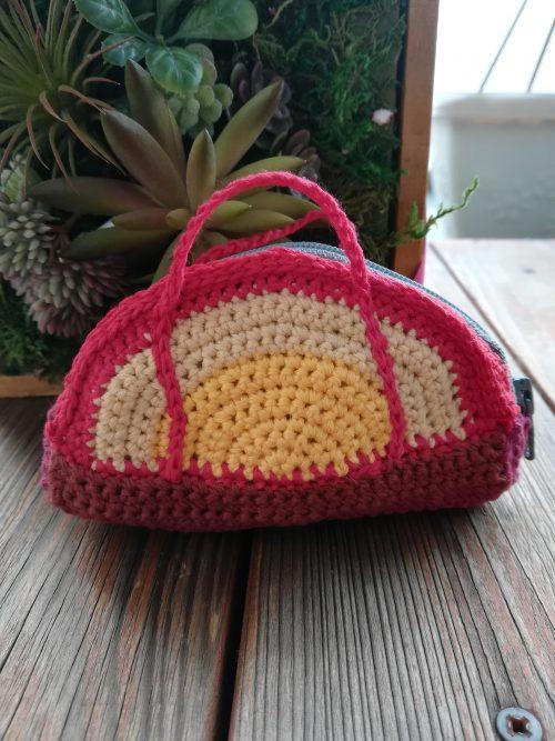 「刺繍糸6束で半円ファスナーポーチ」の編み方