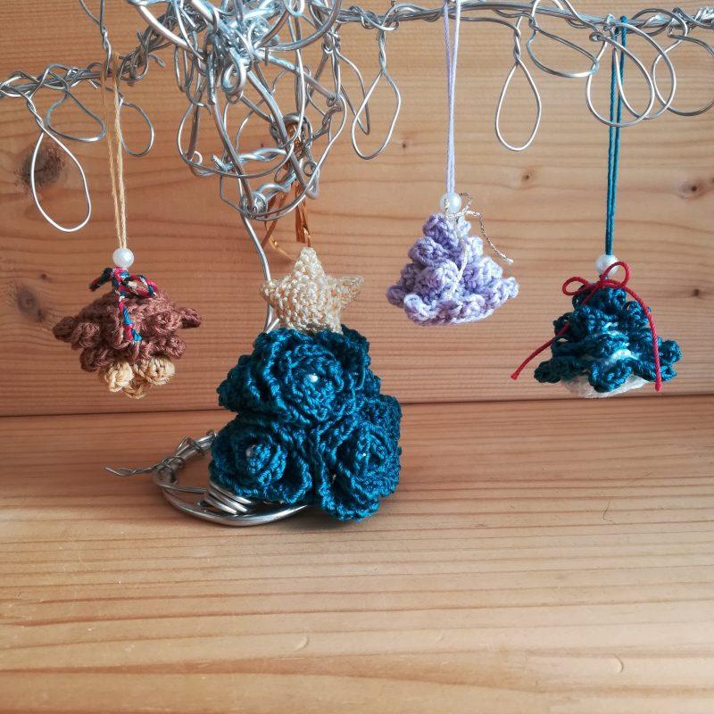 かぎ針編み「クリスマスオーナメント(松ぼっくり)」の編み方