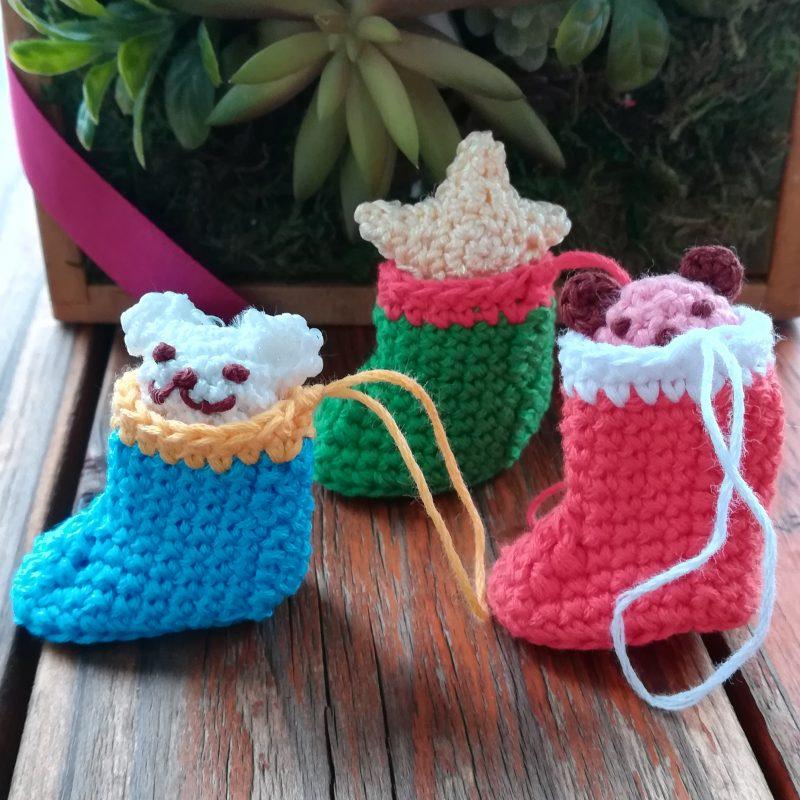 刺繍糸でかぎ針編み「クリストマスオーナメント(ブーツ)」の編み方