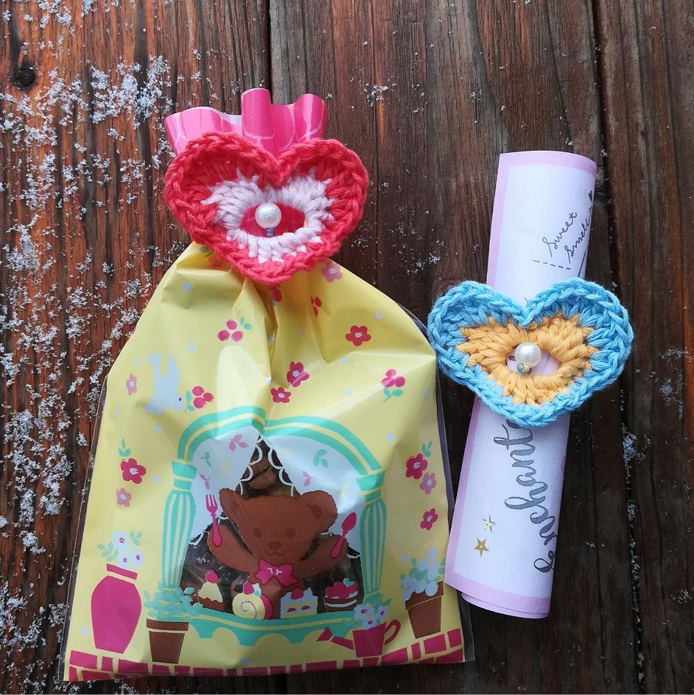 刺繍糸でかぎ針編み「バレンタインデーにも「ハートモチーフのラッピングバンド」」の編み方