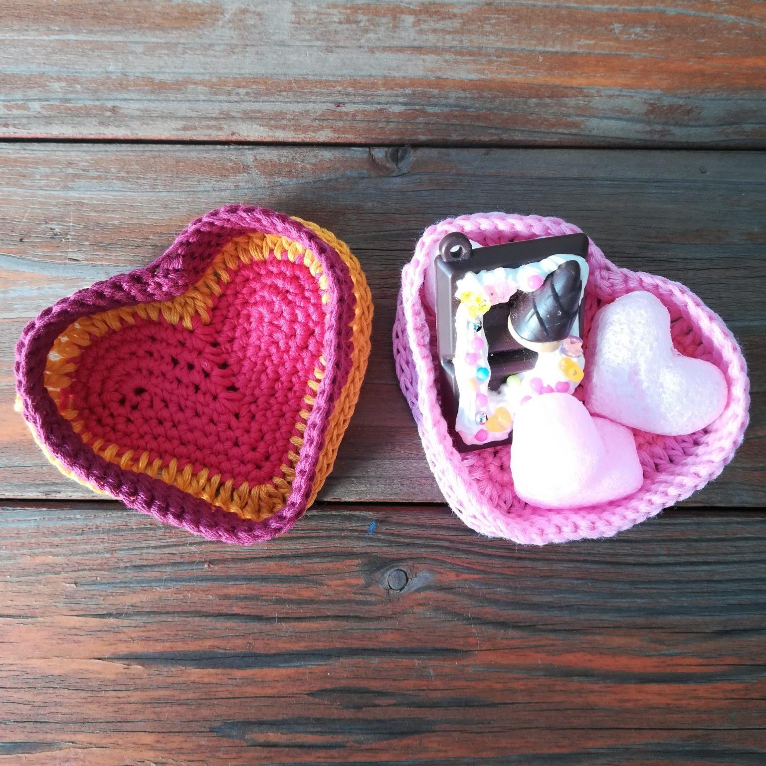 刺繍糸でかぎ針編み「バレンタインデーにも「ハート型の小物入れ」」の編み方